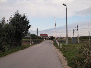 Książe-Skroniów: przejazd przez tory